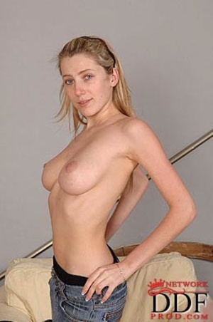 Petite naked blondie with small tits wai - XXX Dessert - Picture 5