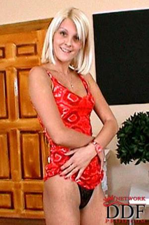Blonde slutty teen in a pink skirt flaun - XXX Dessert - Picture 6
