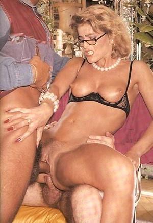 Vintage blonde MILF in glasses getting g - XXX Dessert - Picture 2