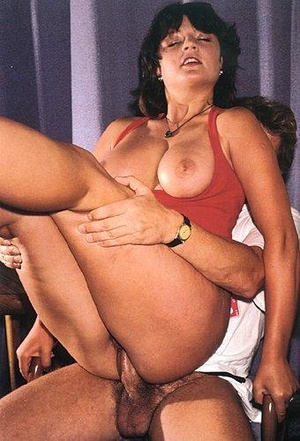 Blonde babe from 70s in red stockings gi - XXX Dessert - Picture 3