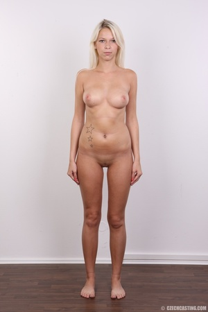 Young lusty blonde reveals sweet invitin - XXX Dessert - Picture 15