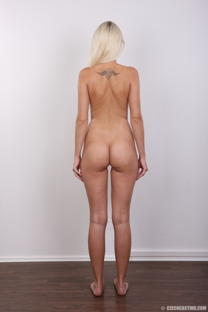 Young lusty blonde reveals sweet invitin - XXX Dessert - Picture 17