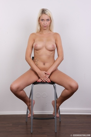 Young lusty blonde reveals sweet invitin - XXX Dessert - Picture 20