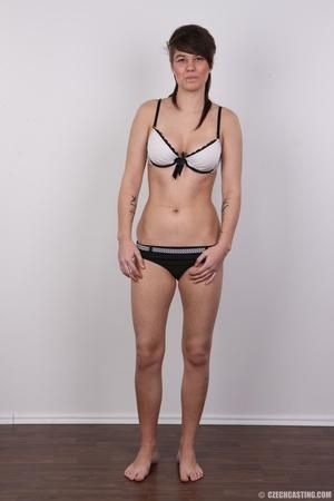 Seductive young brunette shows big tits, - XXX Dessert - Picture 7