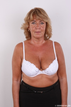 Hot mama with amazing sexy tits, bouncy  - Picture 5