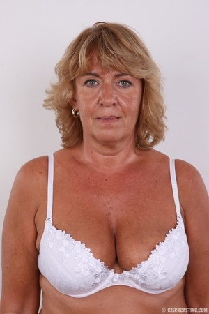 Hot mama with amazing sexy tits, bouncy  - Picture 9