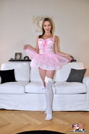 blonde angel piaf hand