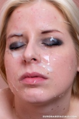 This wild blonde beauty loves to shove h - XXX Dessert - Picture 10