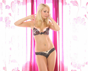 Lusty blonde teen with slender body expo - XXX Dessert - Picture 2