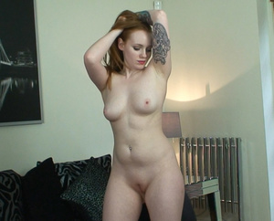 This latex wearing redhead loves to expo - XXX Dessert - Picture 8