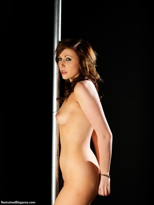 Tall curvy sexy nude brunette shows swee - XXX Dessert - Picture 3
