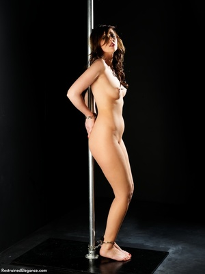 Tall curvy sexy nude brunette shows swee - XXX Dessert - Picture 8