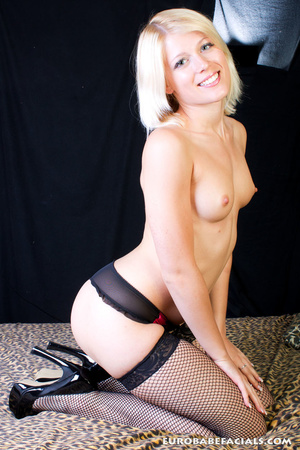 Magnifcent blonde babe with lusciously f - XXX Dessert - Picture 3