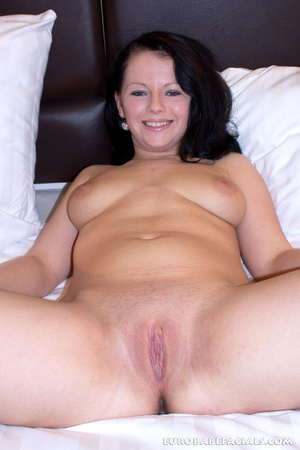 Magnifcent black haired slut with big ti - XXX Dessert - Picture 4