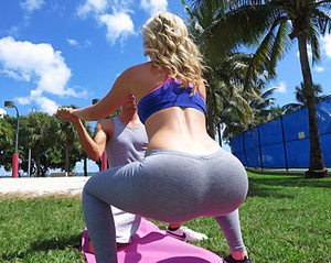 Yoga pants wearing beauties exposing the - XXX Dessert - Picture 3