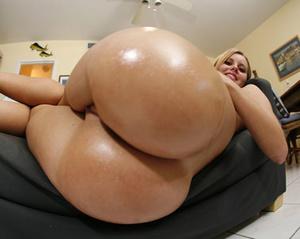 Randy babes exposing their lusciously fo - XXX Dessert - Picture 1