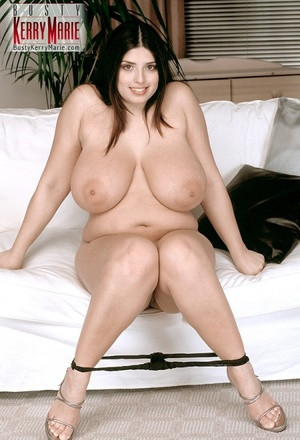 Seducing black haired beauty exposing he - XXX Dessert - Picture 5