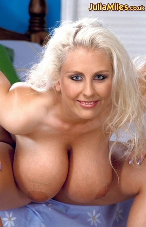 Dressy blonde milfs exposing their massi - XXX Dessert - Picture 4
