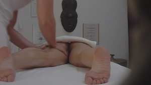 Tall cute chick getting a massage gets a - XXX Dessert - Picture 5