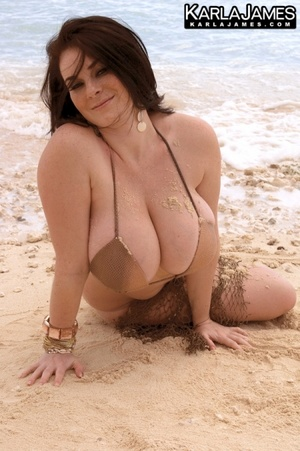 Dressy black haired beauty exposing her  - XXX Dessert - Picture 10