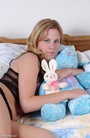 pigtailed blondie exposing her