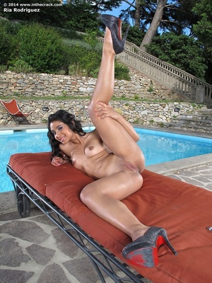 Hot ass creamy chick goes nude by pool t - XXX Dessert - Picture 8
