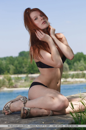 Young redhead takes off her bikini on th - XXX Dessert - Picture 3