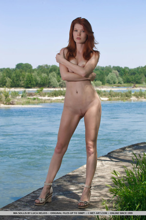 Young redhead takes off her bikini on th - XXX Dessert - Picture 7