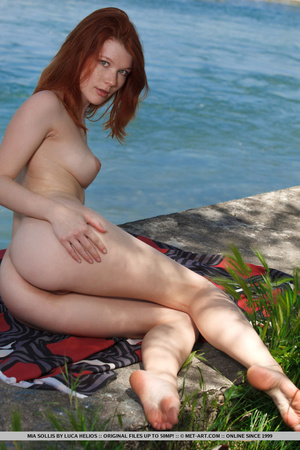 Young redhead takes off her bikini on th - XXX Dessert - Picture 9