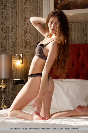 Lovely young redhead seduces with natura - XXX Dessert - Picture 4