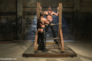 Slave man gets tied down, scalded with h - XXX Dessert - Picture 1