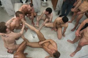 Guys sucks feet and cocks of horny dudes - XXX Dessert - Picture 9