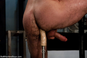 Muscled tattooed dude moans as his butth - XXX Dessert - Picture 9