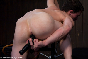 Young stud use machine on dick and then  - XXX Dessert - Picture 4