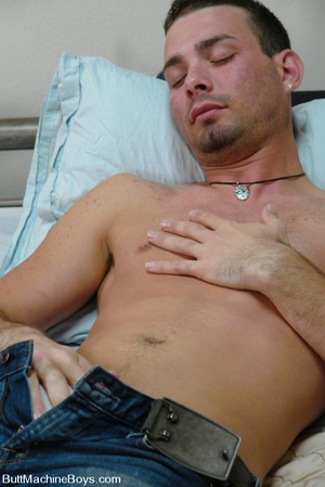 Cute dude with big dick wanks his cock a - XXX Dessert - Picture 5