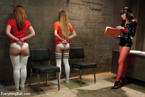 Damsels raise up their butts to be licke - XXX Dessert - Picture 2