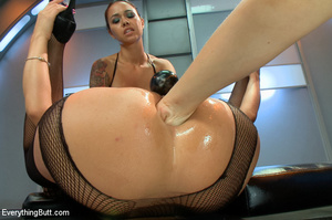 Three hot beautifies with curvy butts us - XXX Dessert - Picture 11