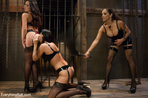 Butts squirting as three girls penetrate - XXX Dessert - Picture 2