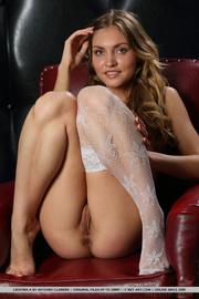 sensuous honey loves showing