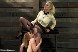 Sexy blonde makes girl lick her cunt, sp - XXX Dessert - Picture 2