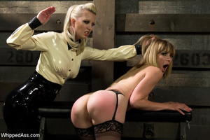 Sexy blonde makes girl lick her cunt, sp - XXX Dessert - Picture 4