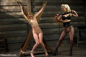 Sexy blonde makes girl lick her cunt, sp - XXX Dessert - Picture 5