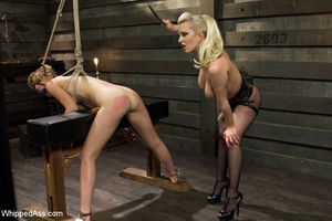 Sexy blonde makes girl lick her cunt, sp - XXX Dessert - Picture 7
