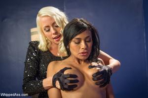 Chick watching porn and masturbating, ge - XXX Dessert - Picture 3