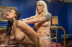 Chick watching porn and masturbating, ge - XXX Dessert - Picture 9