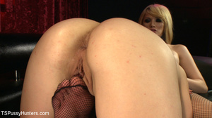 Babe in pink stockings sucks blonde shem - XXX Dessert - Picture 9
