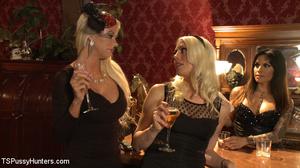 Brunnette tranny fuscks two horny blonde - XXX Dessert - Picture 2