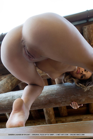Young cutie loves wood and exposes tight - XXX Dessert - Picture 13