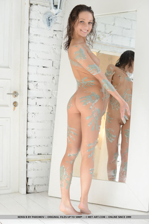 Petite young artist leaves paint marks a - XXX Dessert - Picture 2