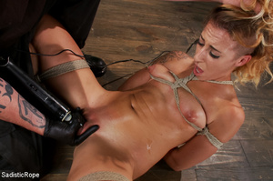Guy suspends chick with ropes upside dow - XXX Dessert - Picture 15
